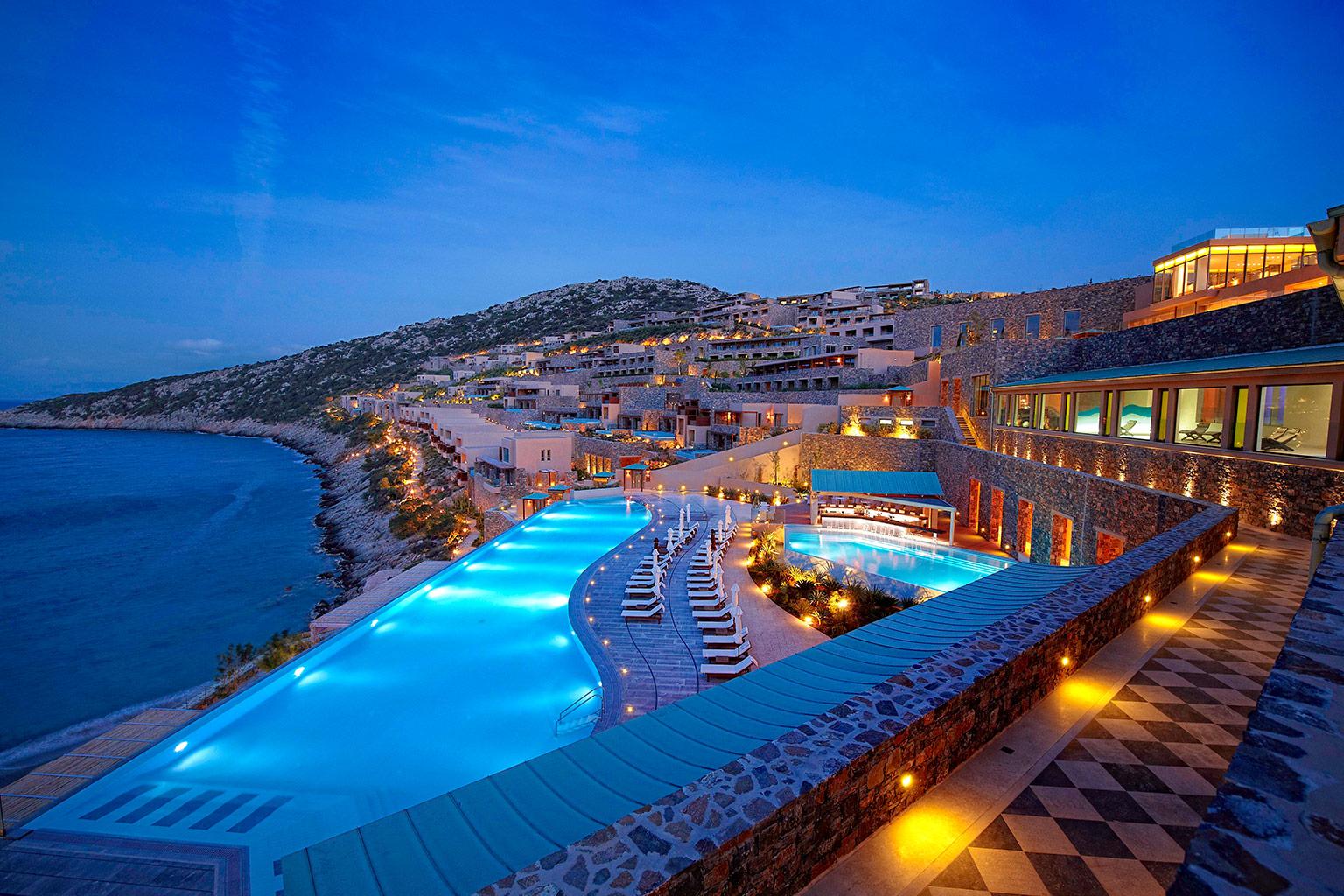 03 Daios Cove Luxury Resort Villas Hotelanlage
